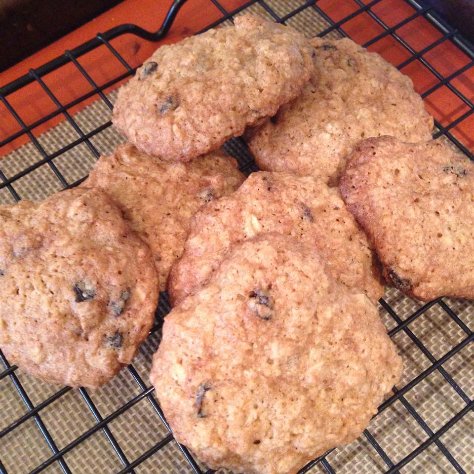 The Best Oatmeal Cookies MOTTSBELA