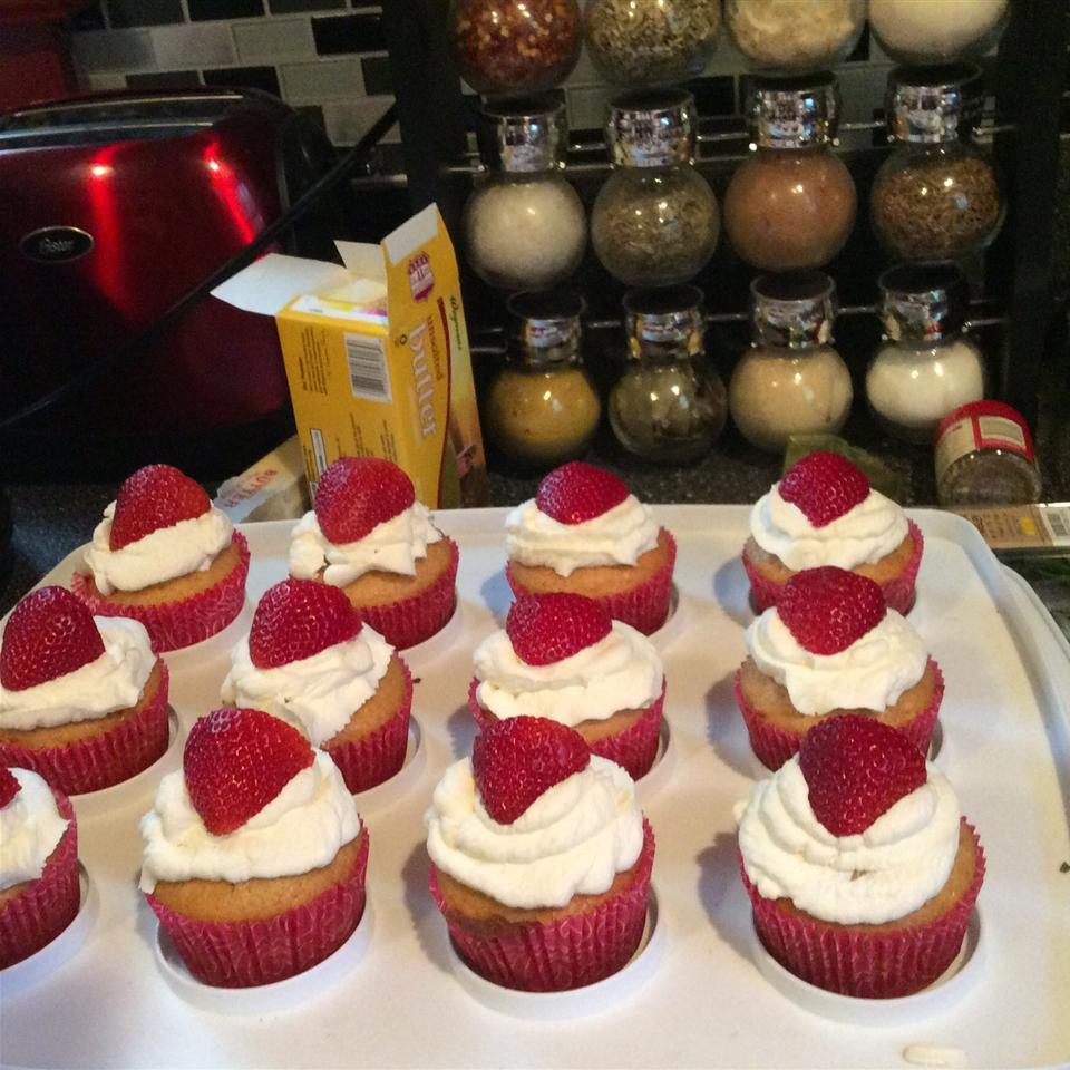 Honey Cupcakes with Strawberries