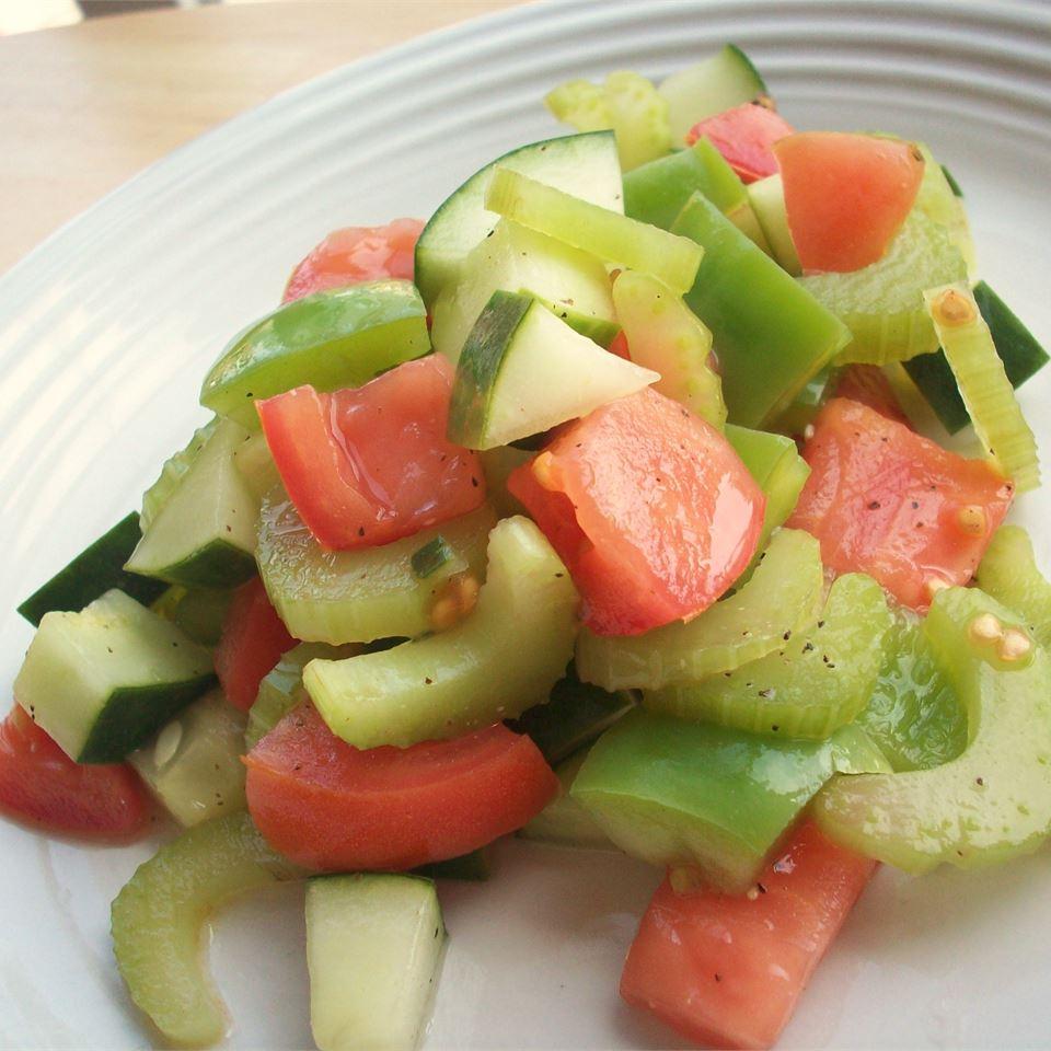 Tomato and Pepper Salad CookinBug