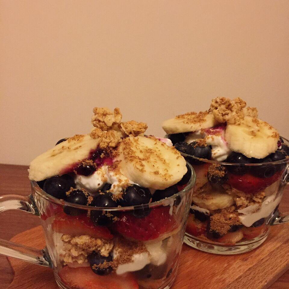Summer Berry Parfait with Yogurt and Granola Man Lui
