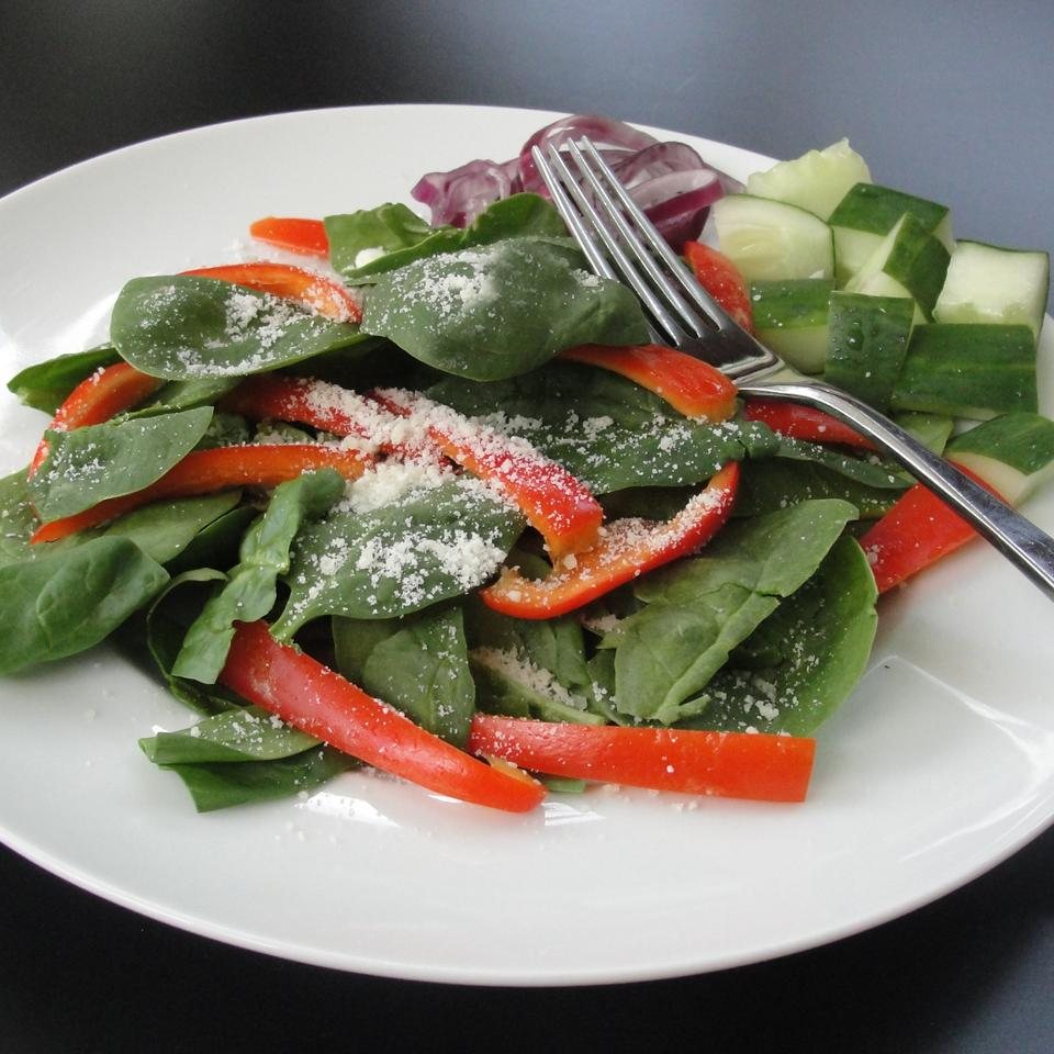 Super Easy Spinach and Red Pepper Salad Rock_lobster