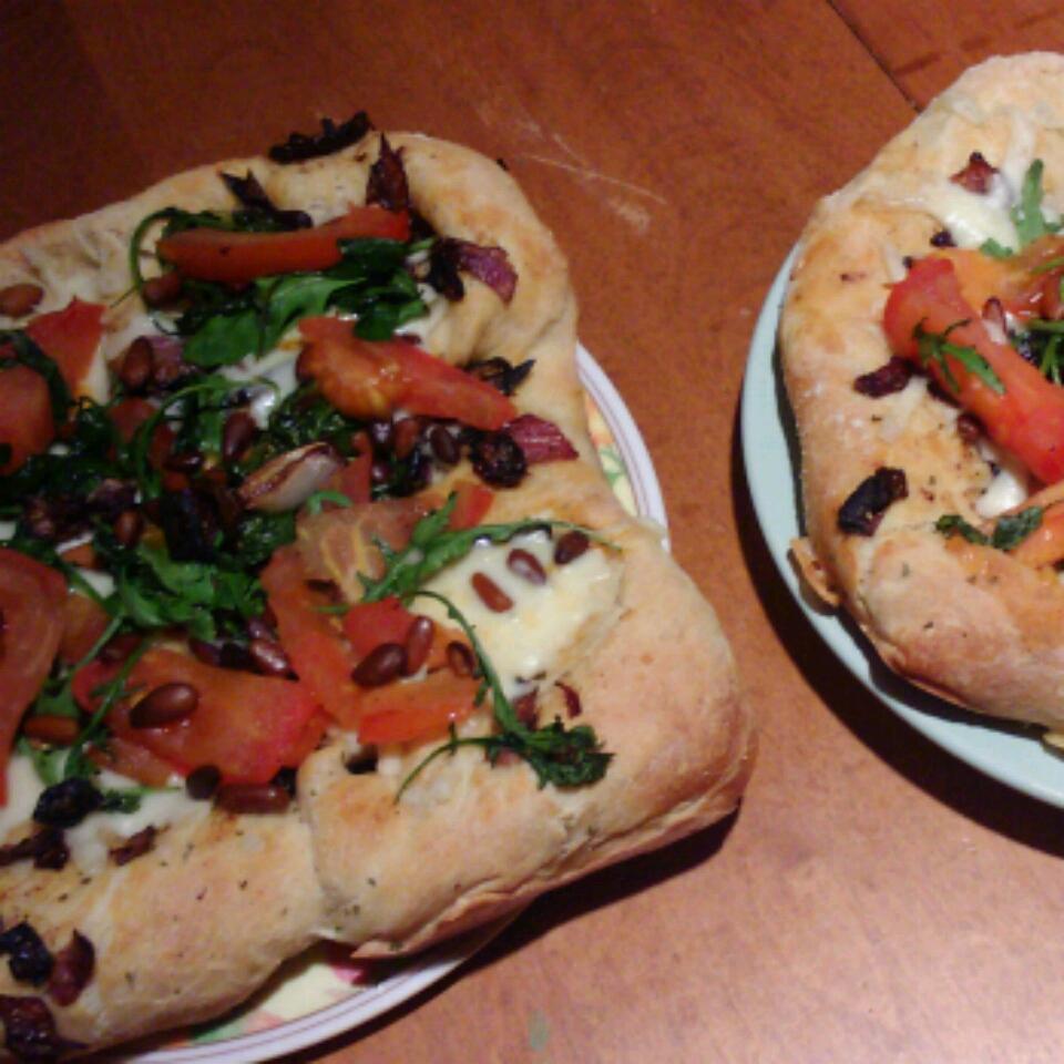 Caramelized Onion and Arugula Pizza nicole mcinnis