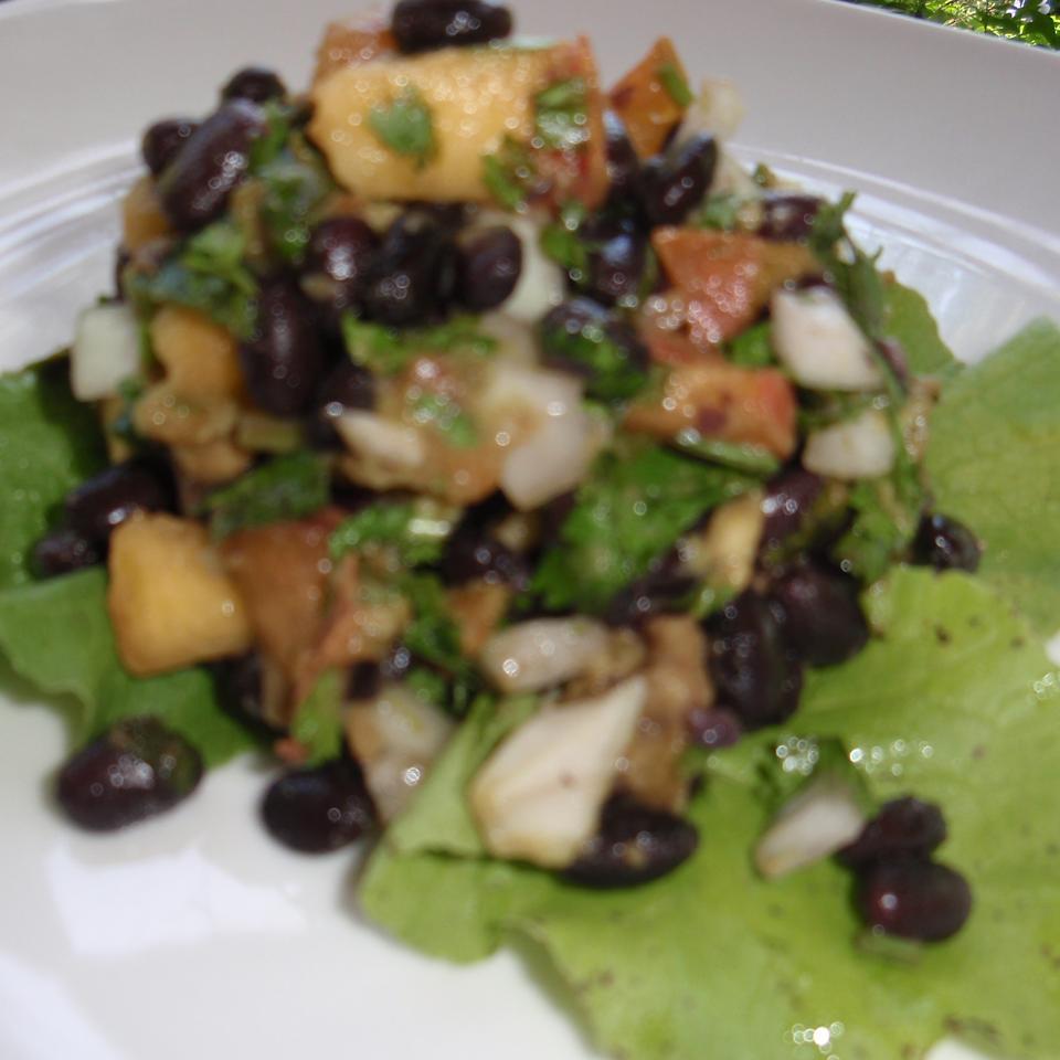 Black Bean Salad with Peaches sueb