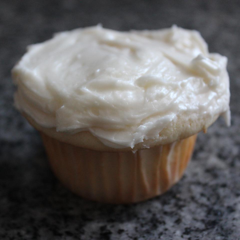 Lemon Cupcakes with Lemon Frosting Chantal.m.b