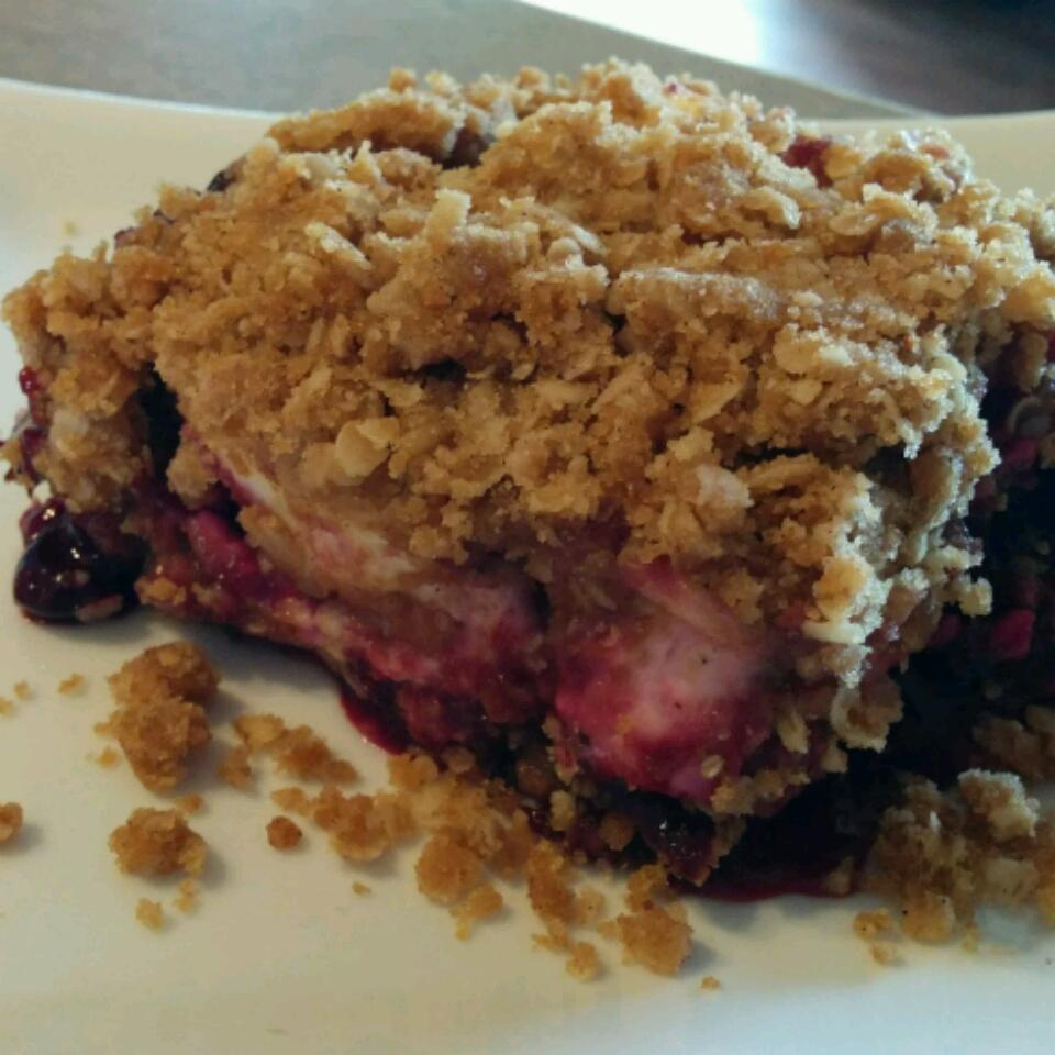 Saskatoon Berry Cream Cheese Crumb Cake tapguod