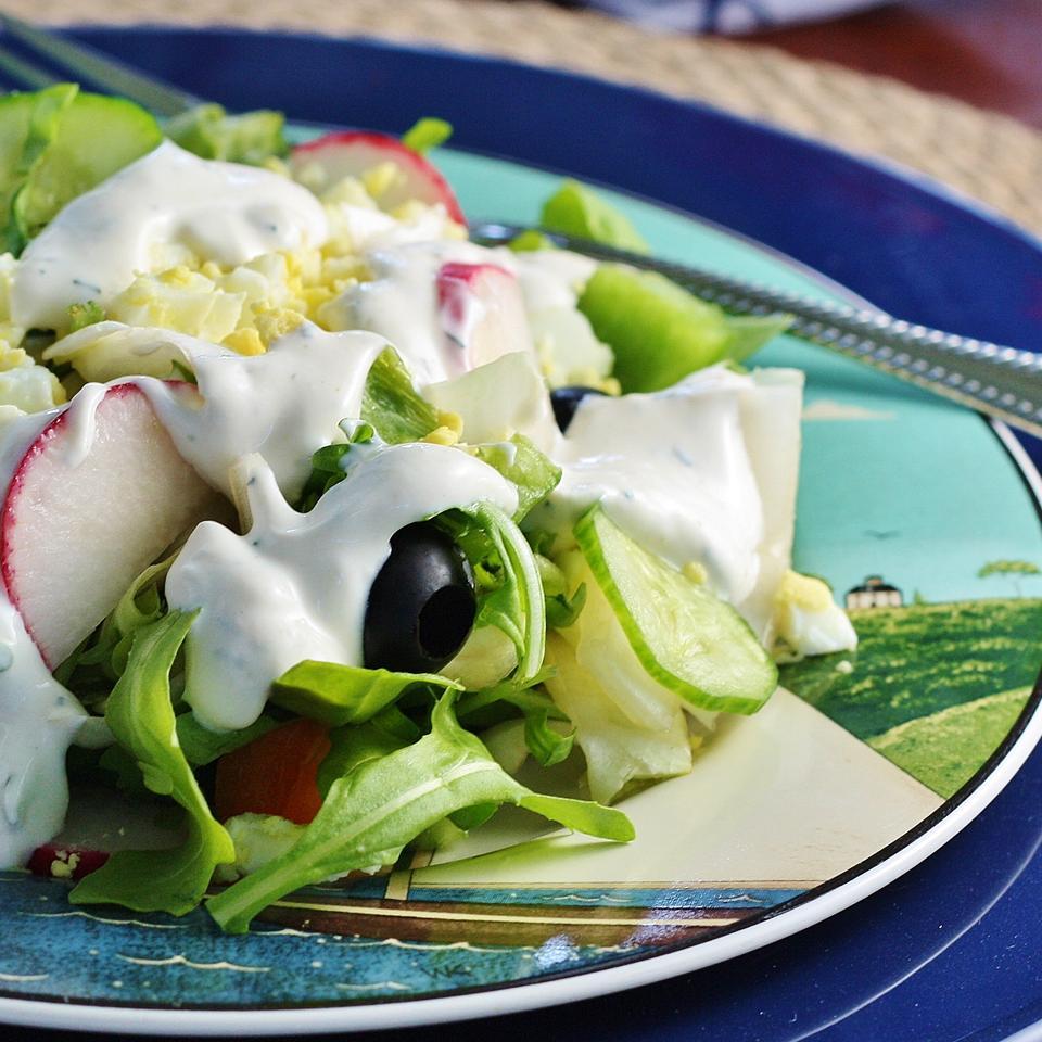 Creamy Garlic Salad Dressing naples34102