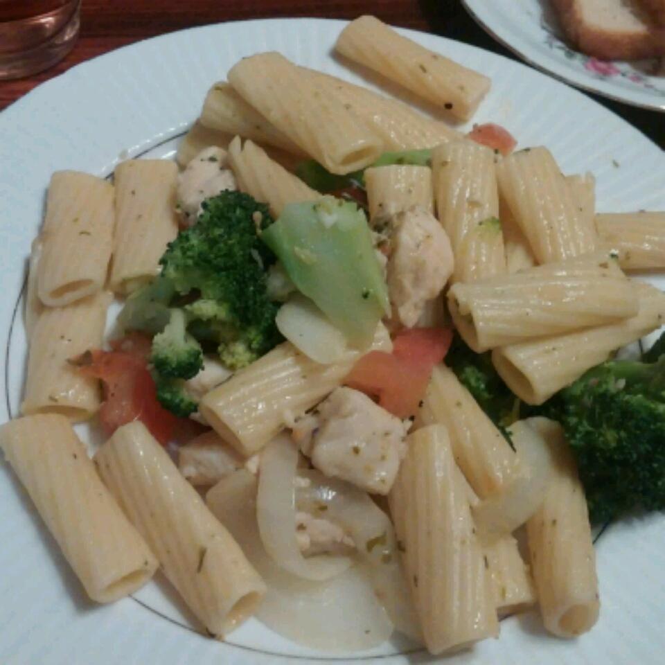 Pasta, Broccoli and Chicken Siney Elle