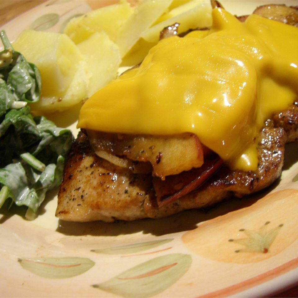 Cheesy Pork Chops with Spicy Apples Skye