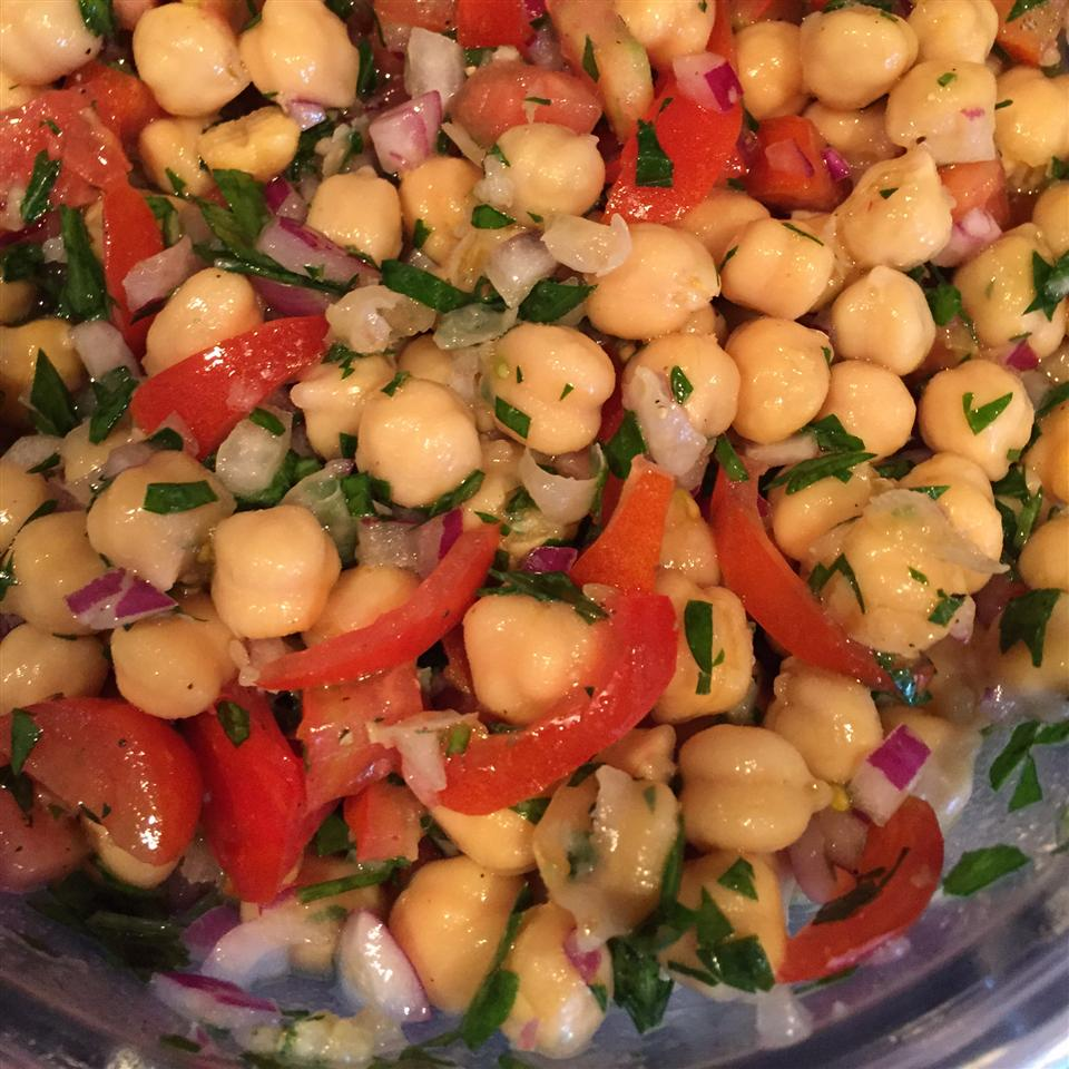Chickpea Salad with Red Onion and Tomato Crabman63