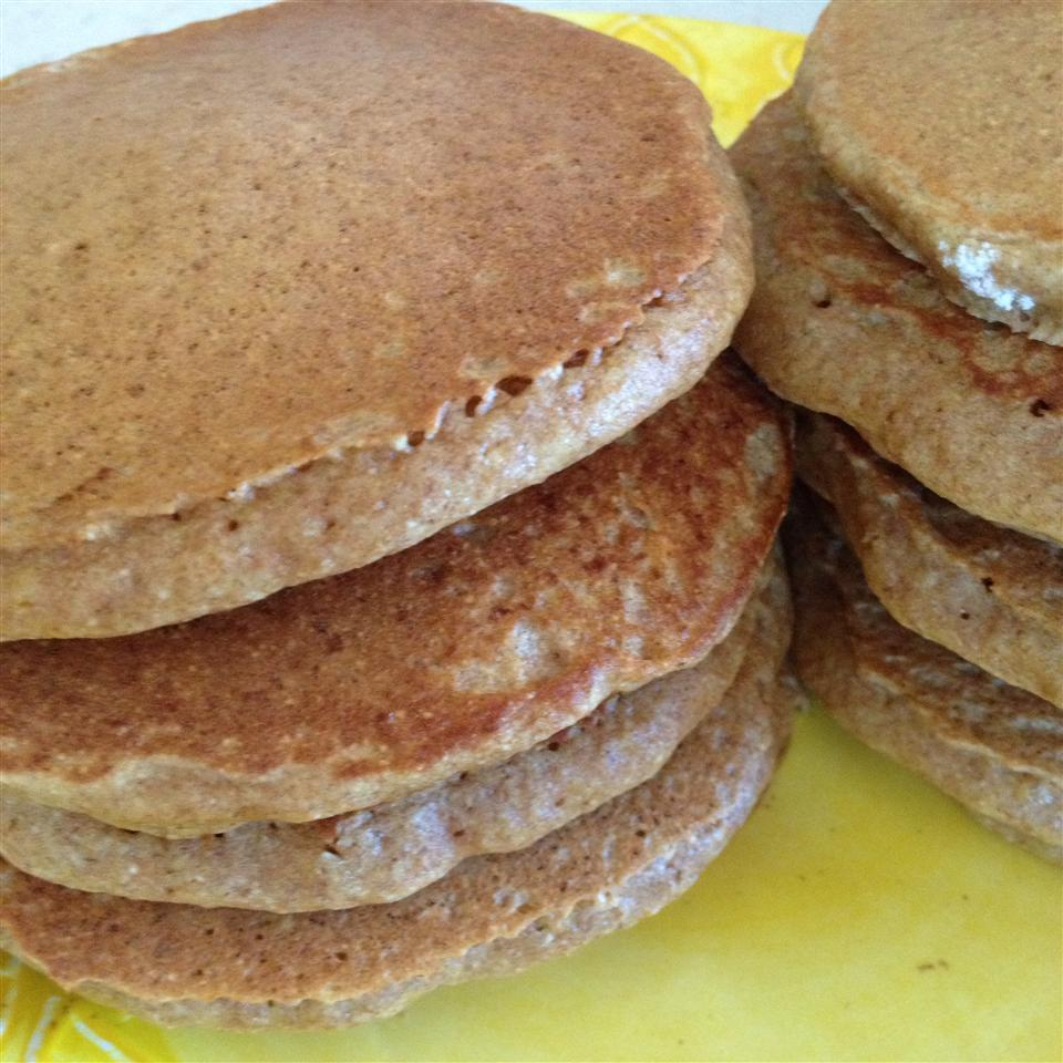 Whole Wheat Pancakes from Scratch sgriffithsaz