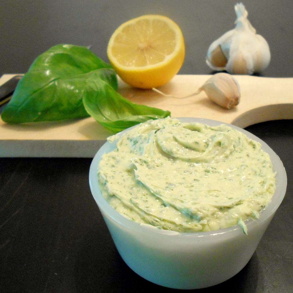 Simple Basil Butter ONIOND
