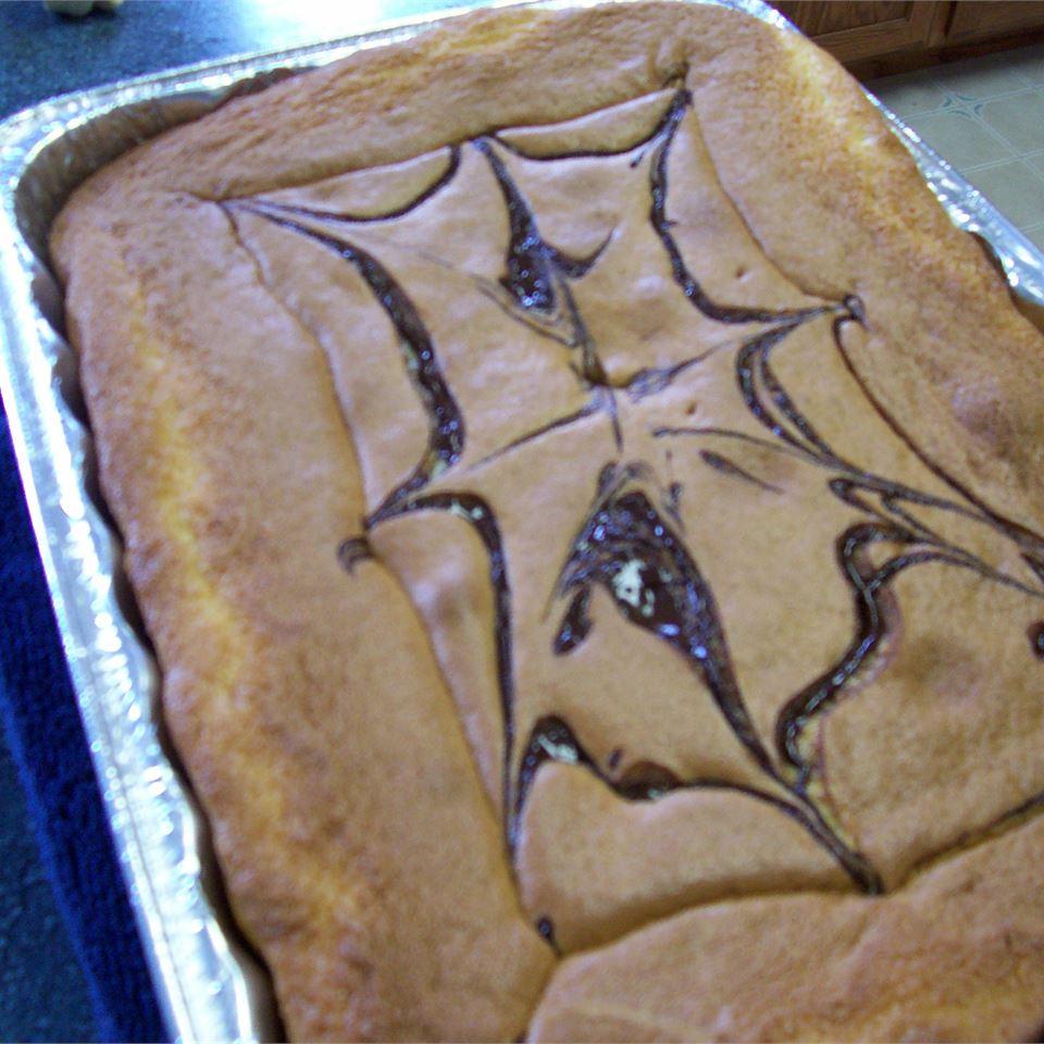 Chocolate Web Cake Mika Pomada