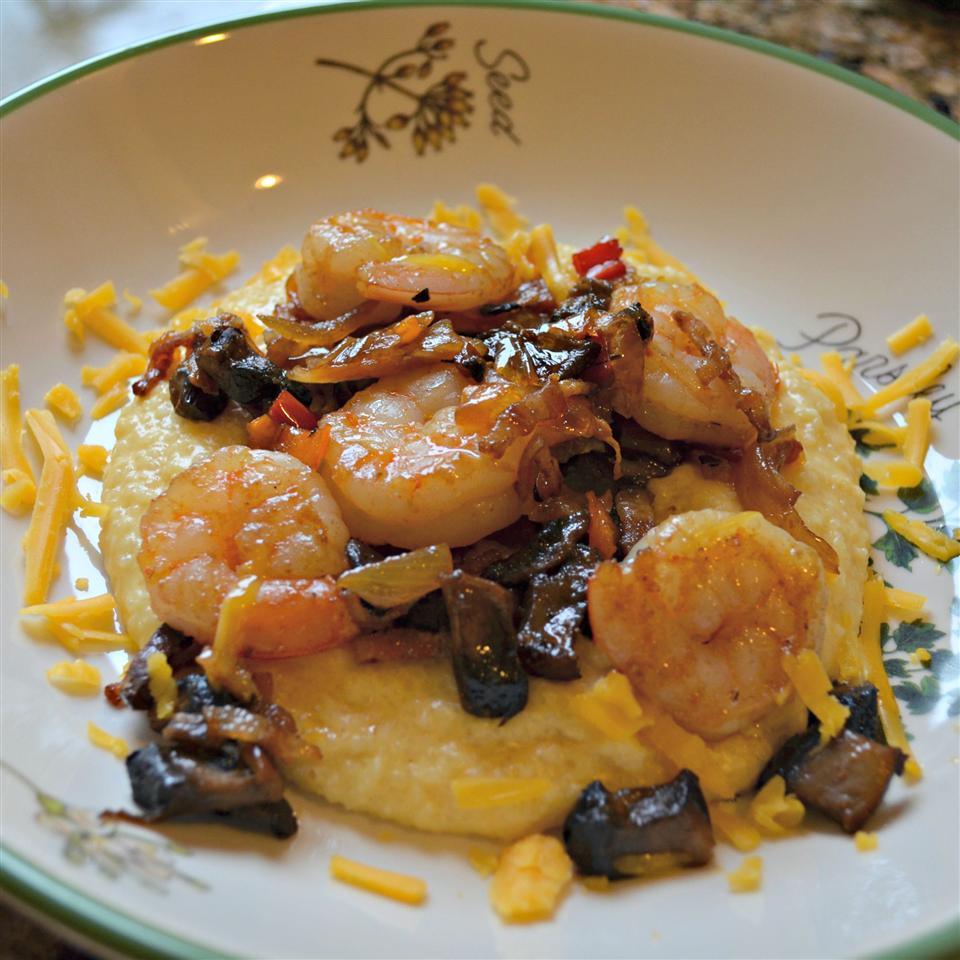 Shrimp and Cheesy Grits with Bacon Diane