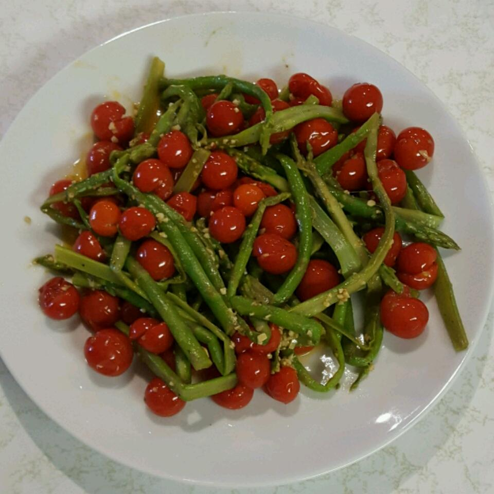 Asparagus with Tomatoes Sonia