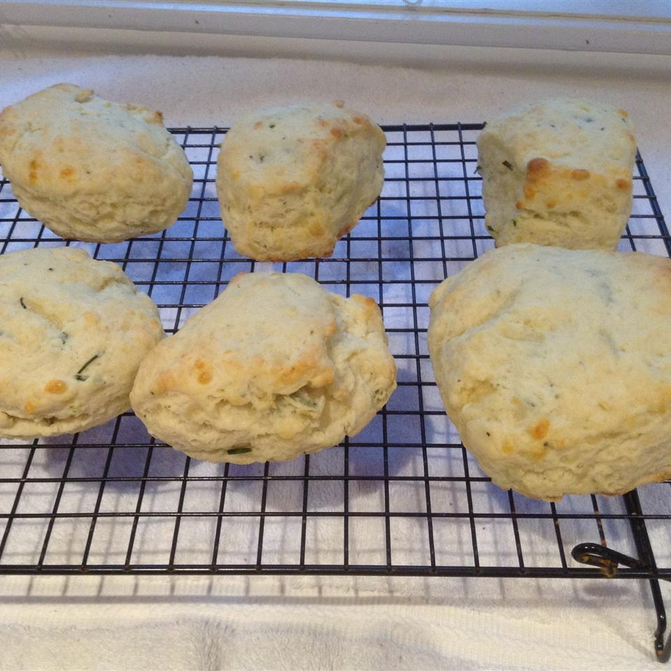 Cheddar-Thyme Flaky Biscuits 2ys4you