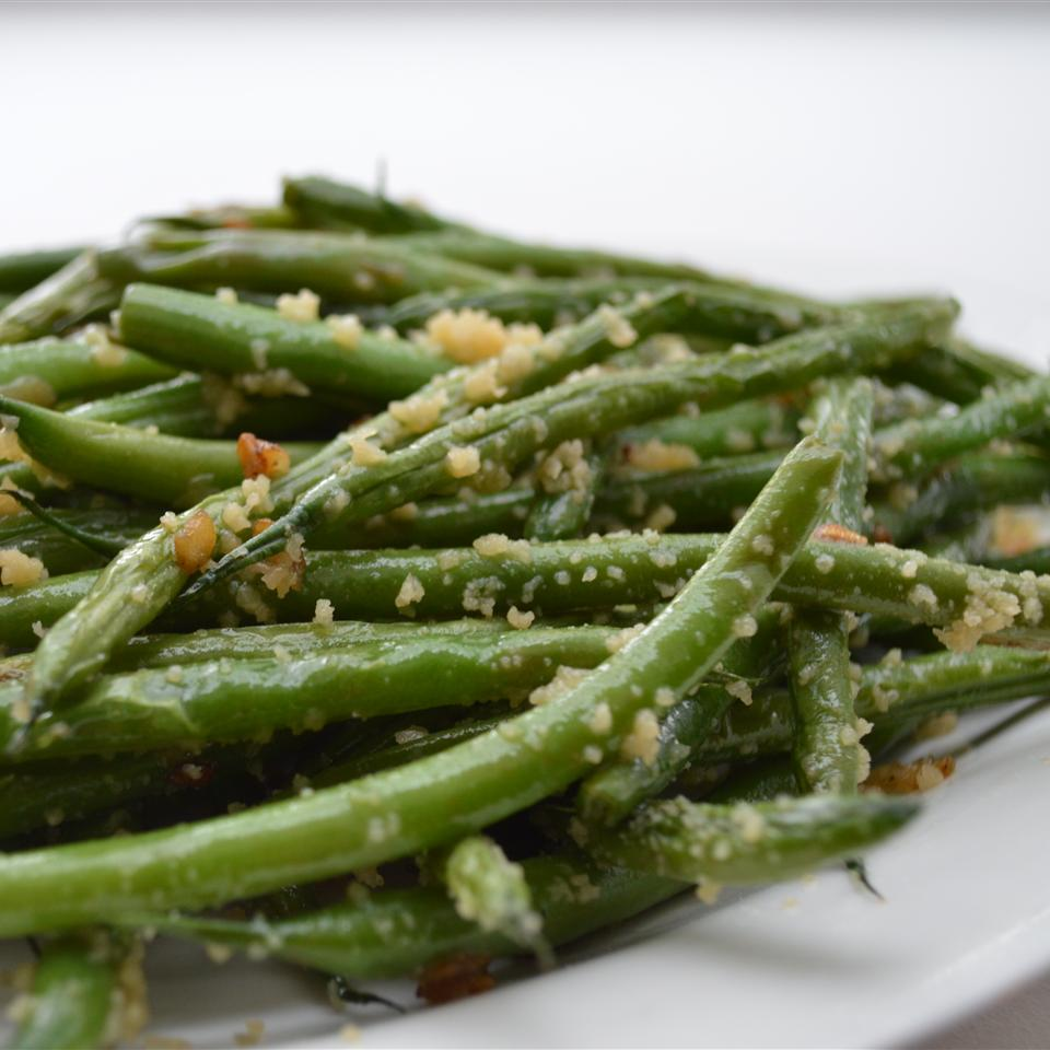 Garlicky Green Beans with Shallot image