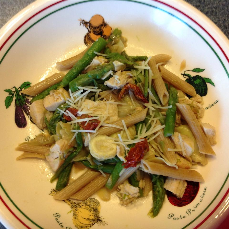 Chicken Penne with Asparagus, Sun-dried Tomatoes, and Artichoke Hearts Kristieg