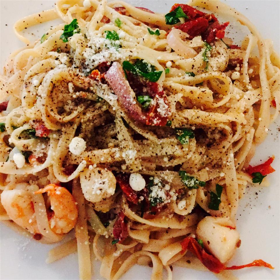 Linguine with Seafood and Sundried Tomatoes CoCosmom