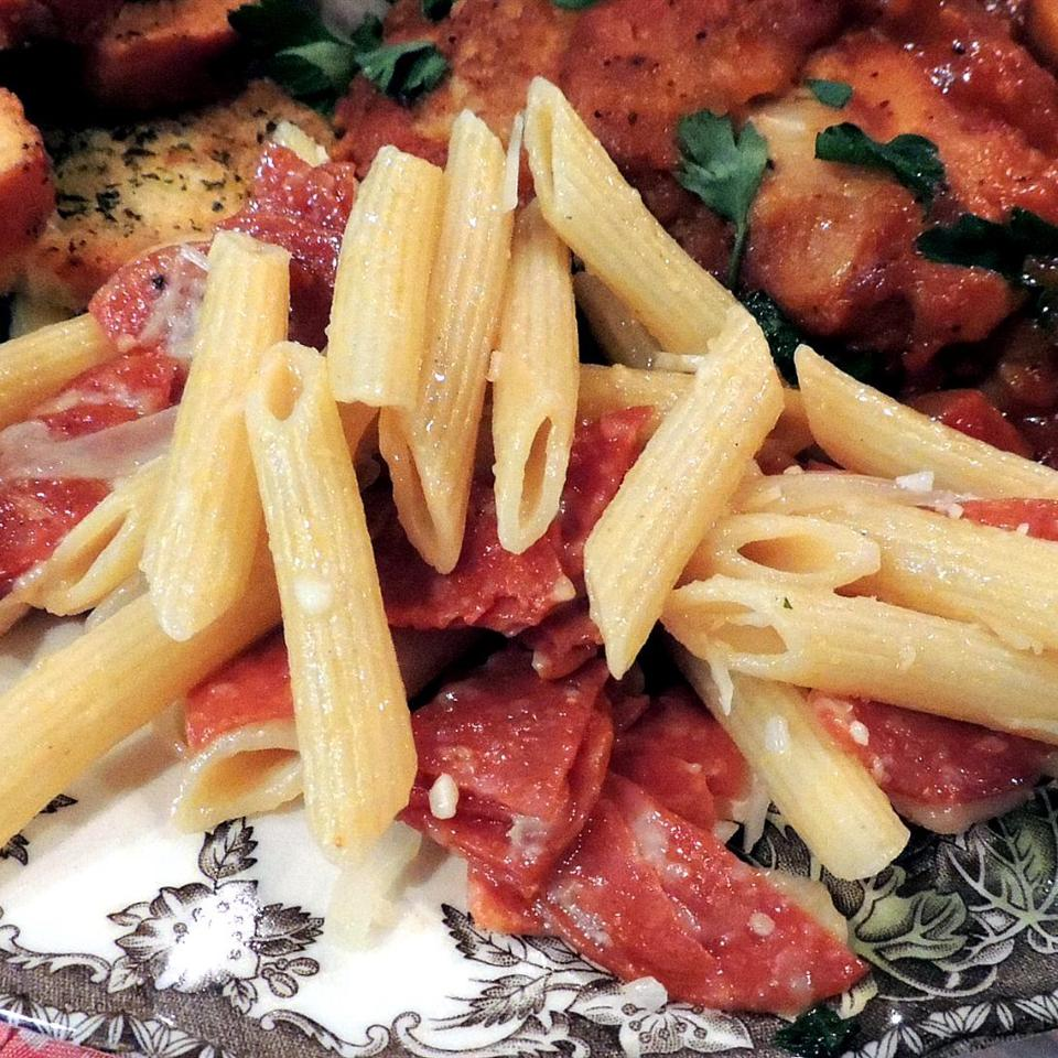 Kellie's Simple Penne with Pepperoni and Cheese Peggianne