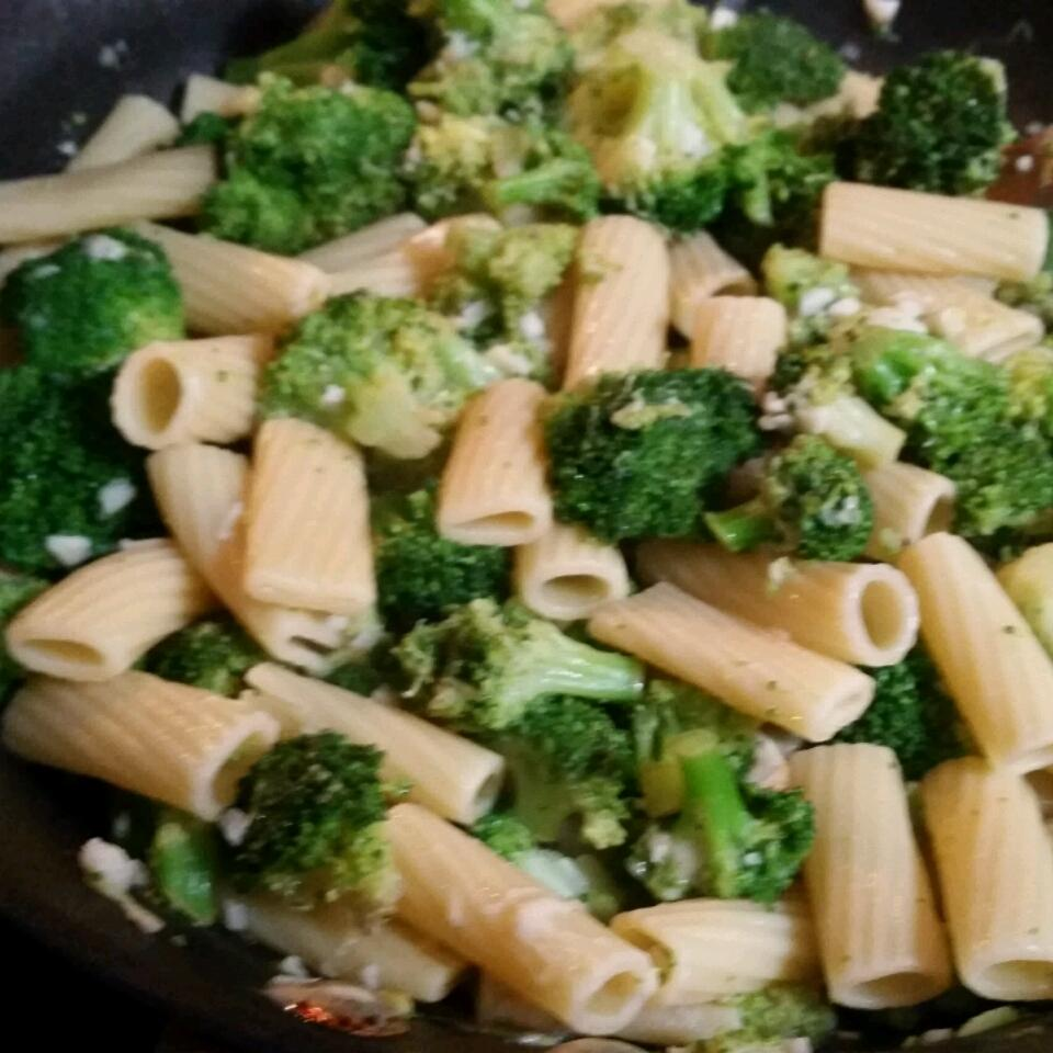 Bow Tie Pasta with Broccoli, Garlic, and Lemon Elvira Silva