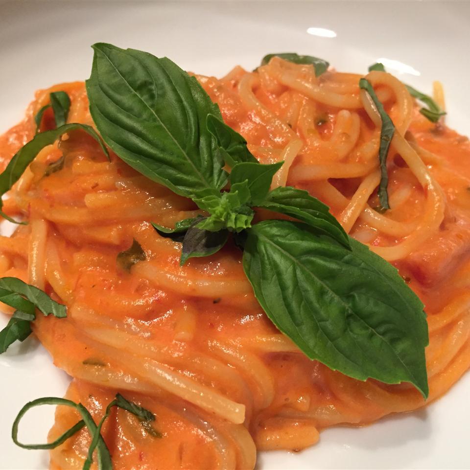 Simple Spaghetti with Creamy Marinara Sauce thedailygourmet