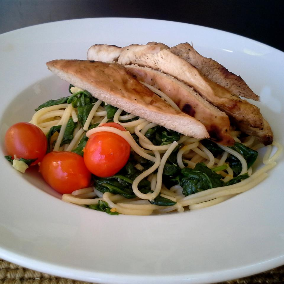 Spinach Toss Spaghetti with Tomatoes and Garlic Rock_lobster