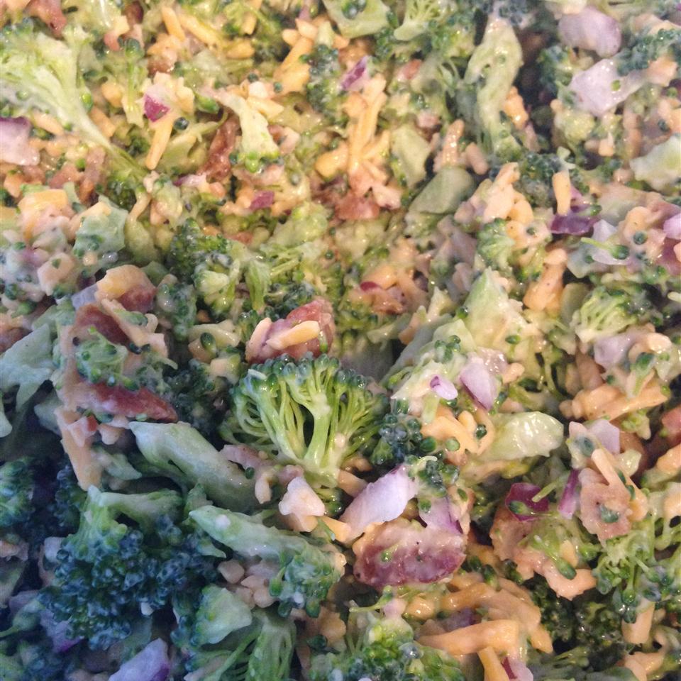 Bodacious Broccoli Salad Family<3