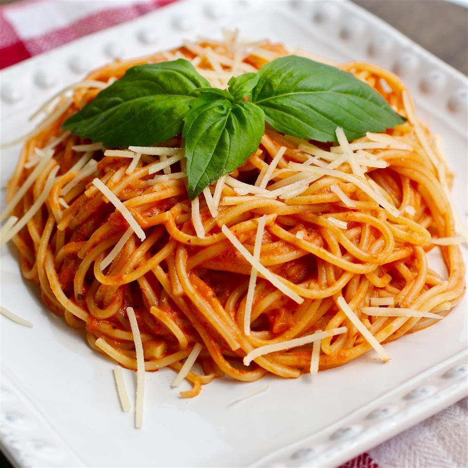 Simple Spaghetti with Creamy Marinara Sauce My Hot Southern Mess