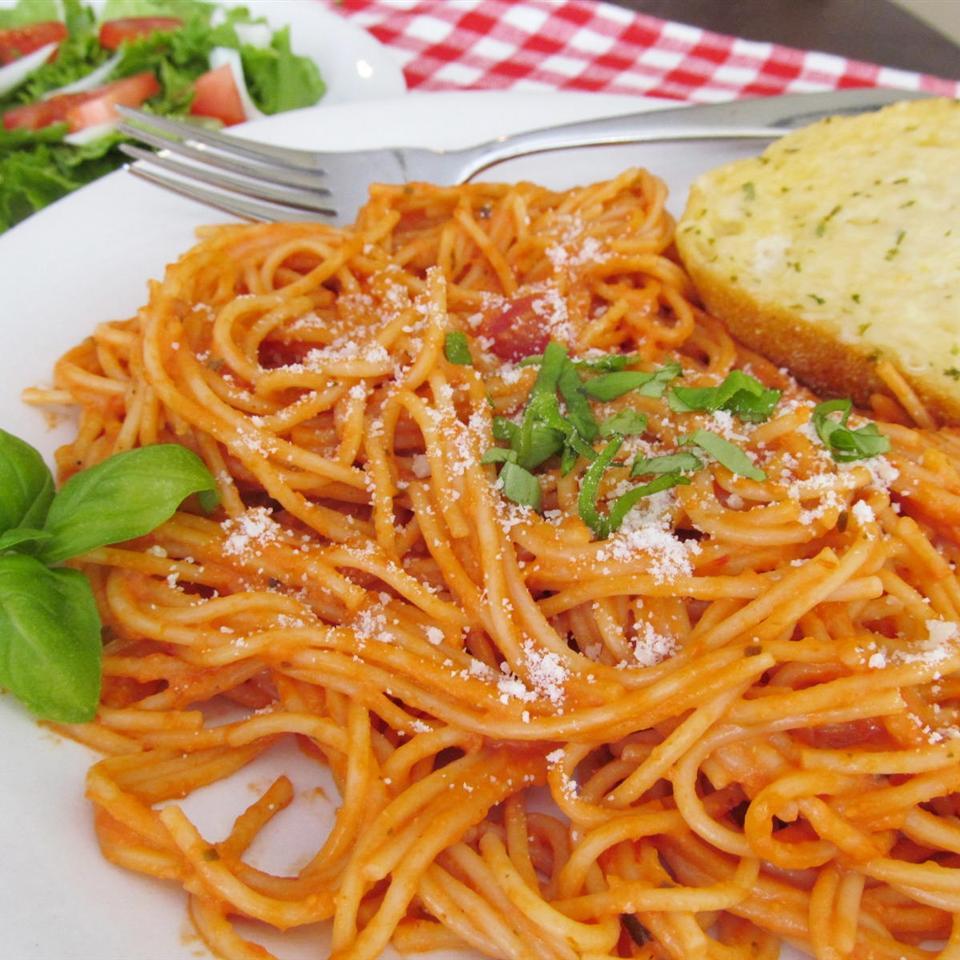 Simple Spaghetti with Creamy Marinara Sauce