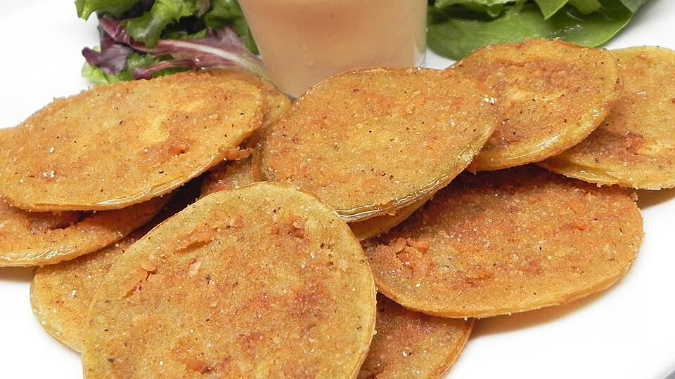Barb's Fried Green Tomatoes with Zesty Sauce