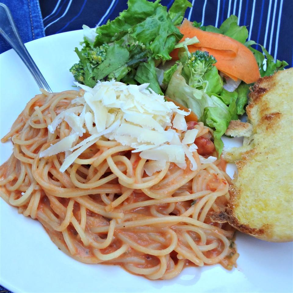 Simple Spaghetti with Creamy Marinara Sauce Crikkitt