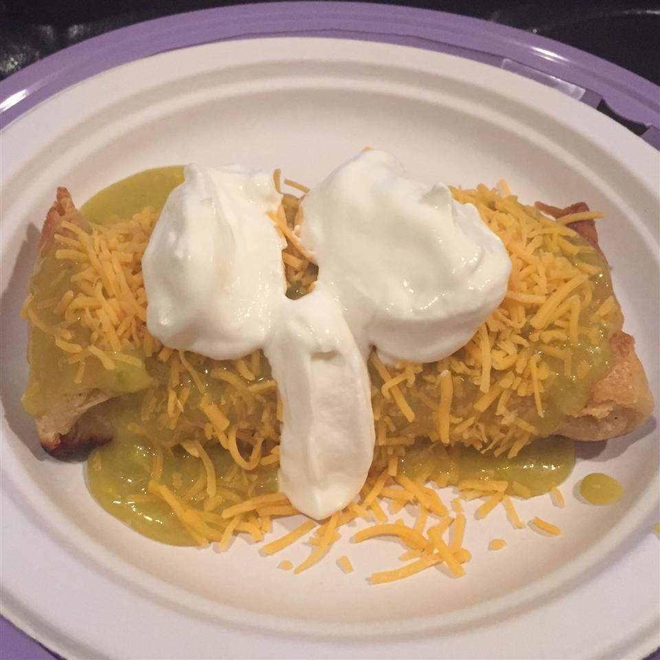 Chicken Chimichangas with Green Sauce kdigi
