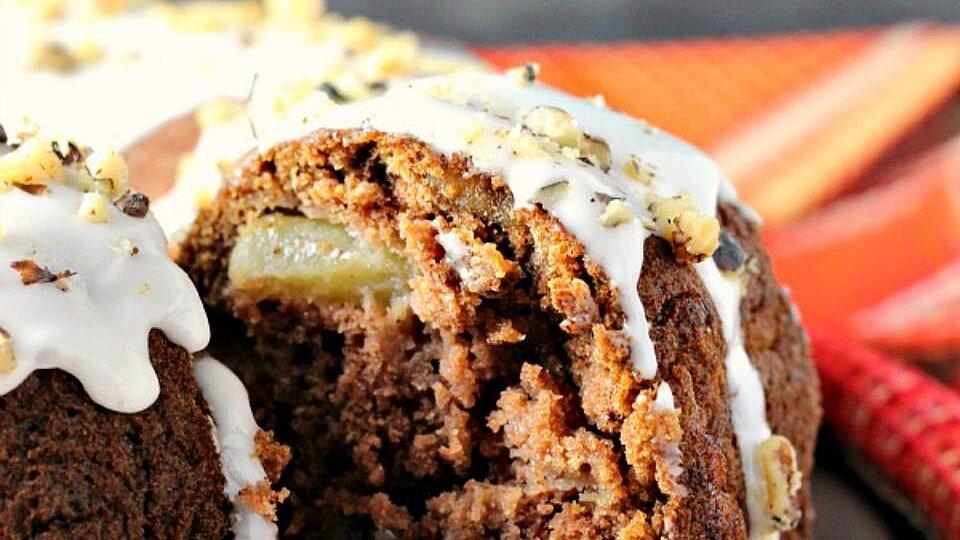 Applesauce Rum-Raisin Cake