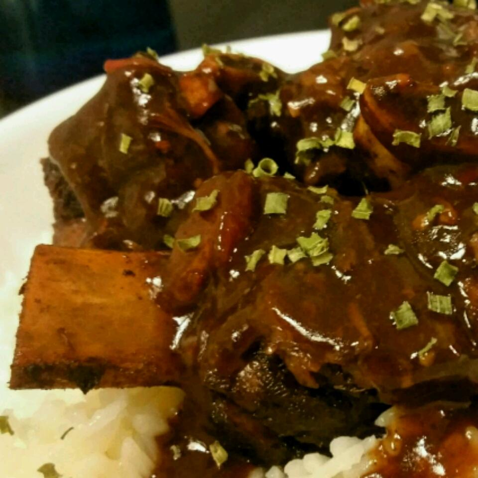 Kalbi (Marinated Beef Short Ribs)