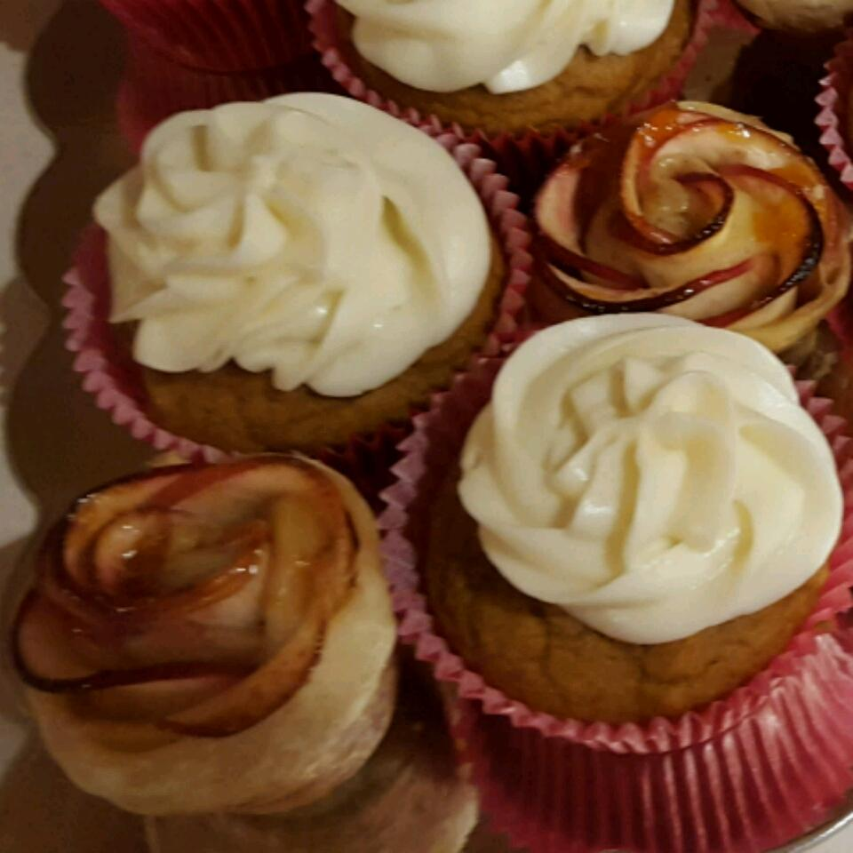 Sweet Pumpkin Cupcakes with Cream Cheese Frosting