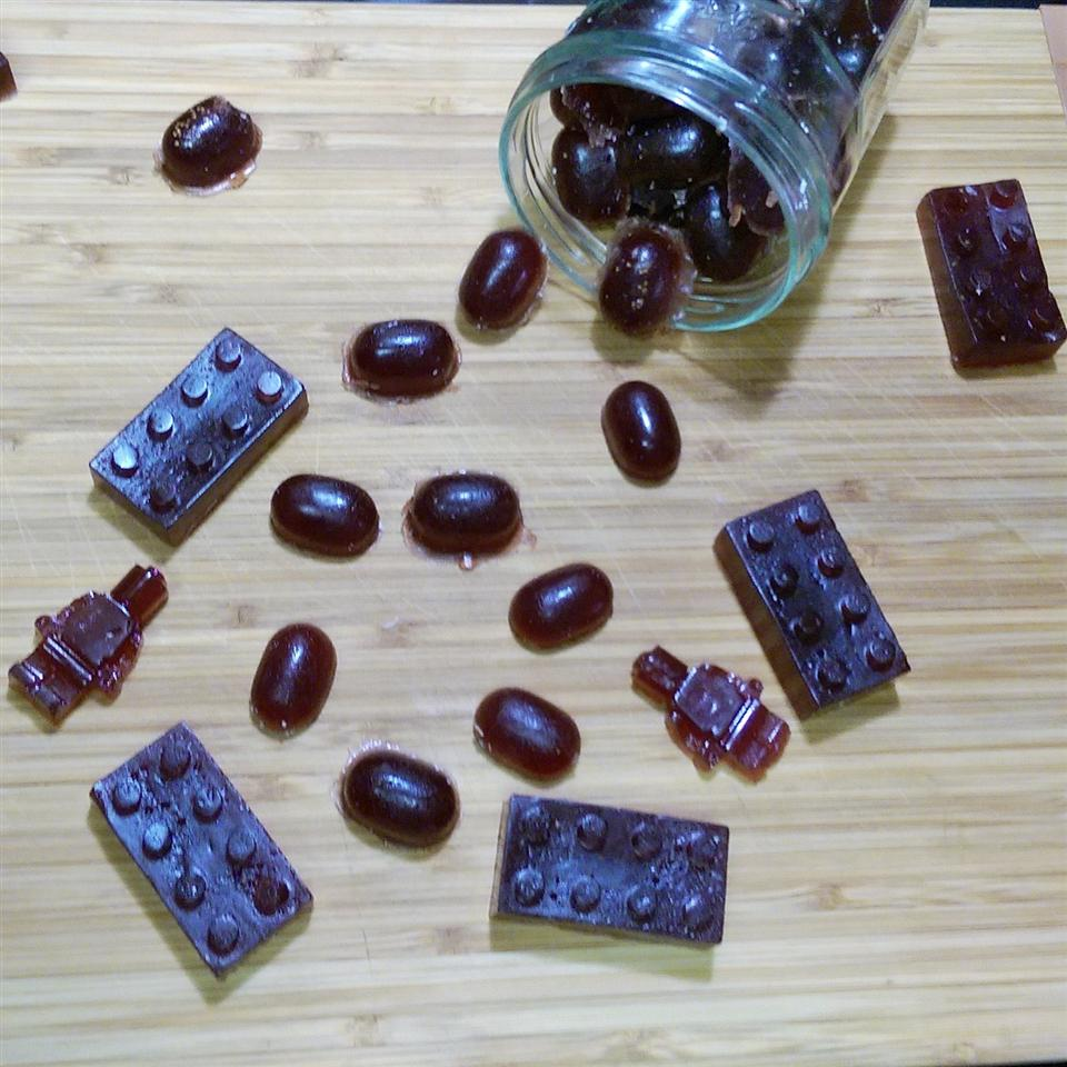 Homemade Elderberry Gummy Vitamins