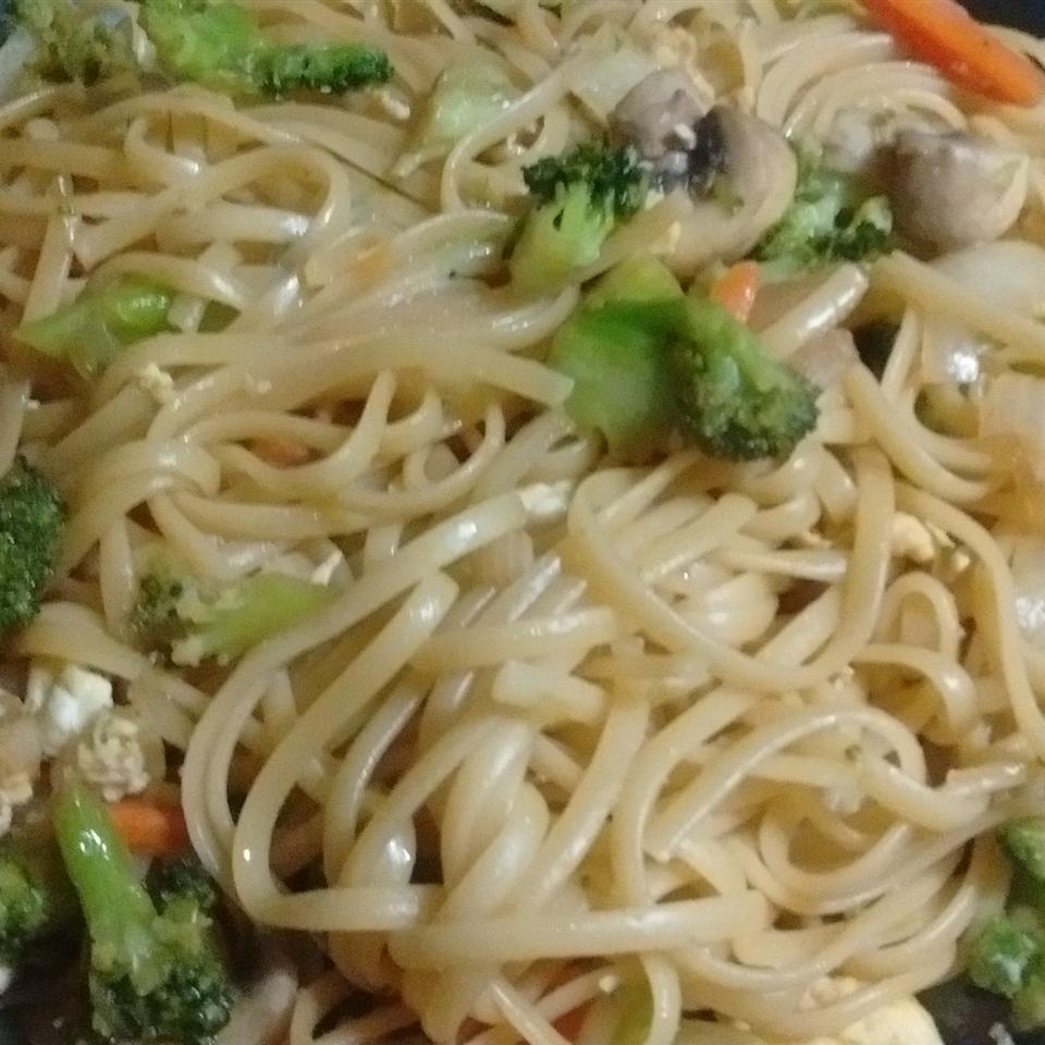 Shrimp Lo Mein with Broccoli seasha