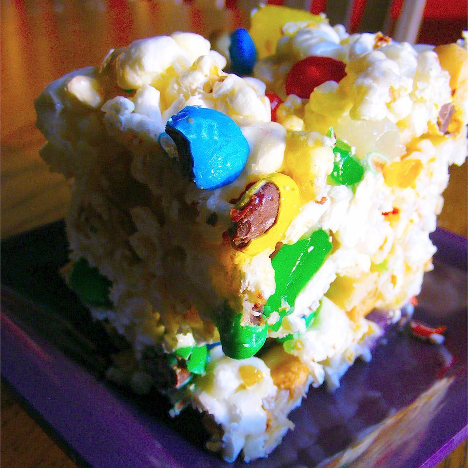Popcorn Cake I allyinthevalley