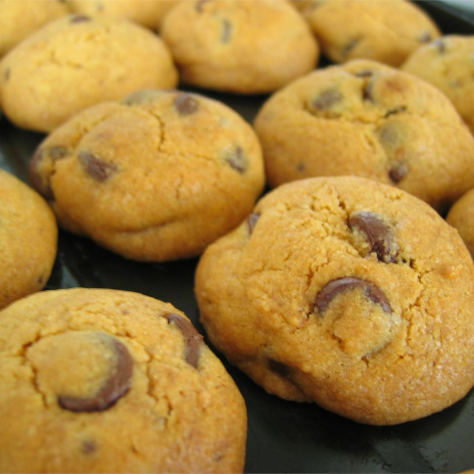 Giant Crisp Chocolate Chip Cookies CLUVY