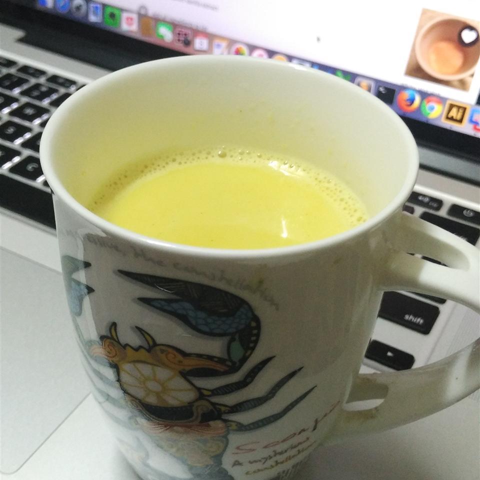 Haldi Ka Doodh (Hot Turmeric Milk)
