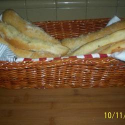 Soft Garlic Breadsticks inounvme