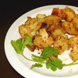 Gobi Aloo (Indian Style Cauliflower with Potatoes) Emma