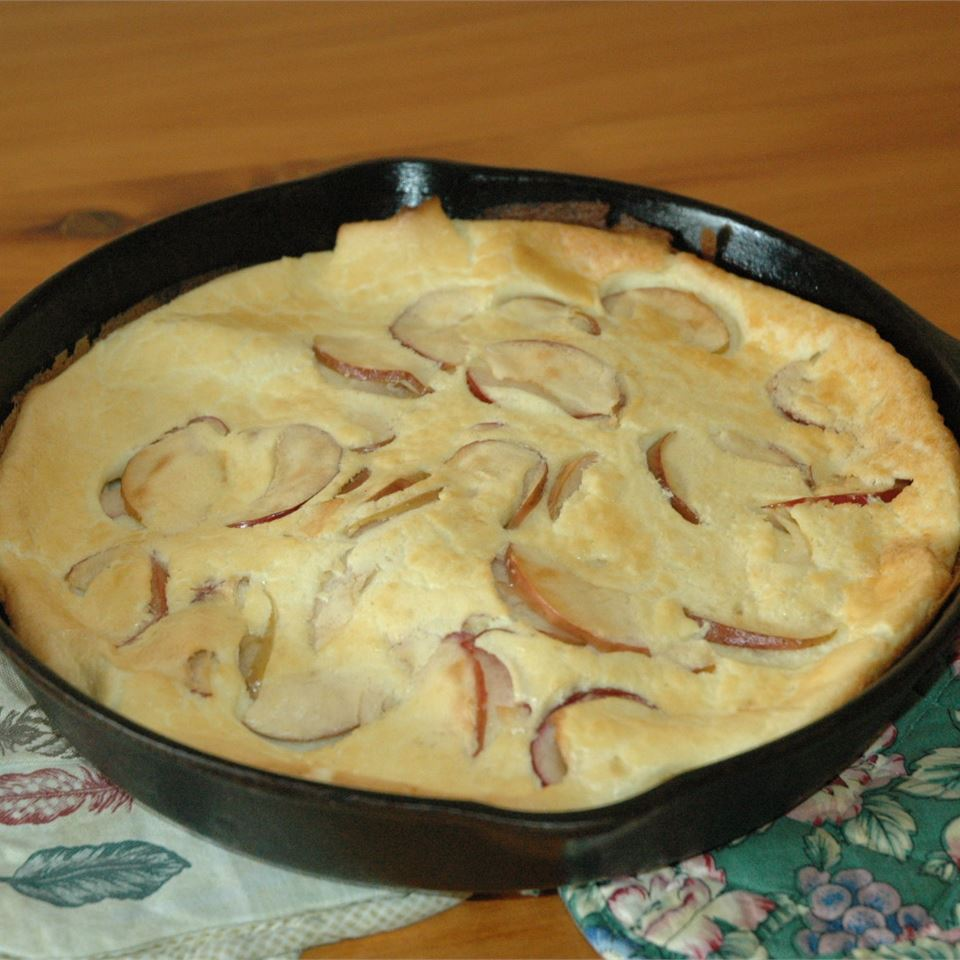 Oven Pancake with Apples kitchee
