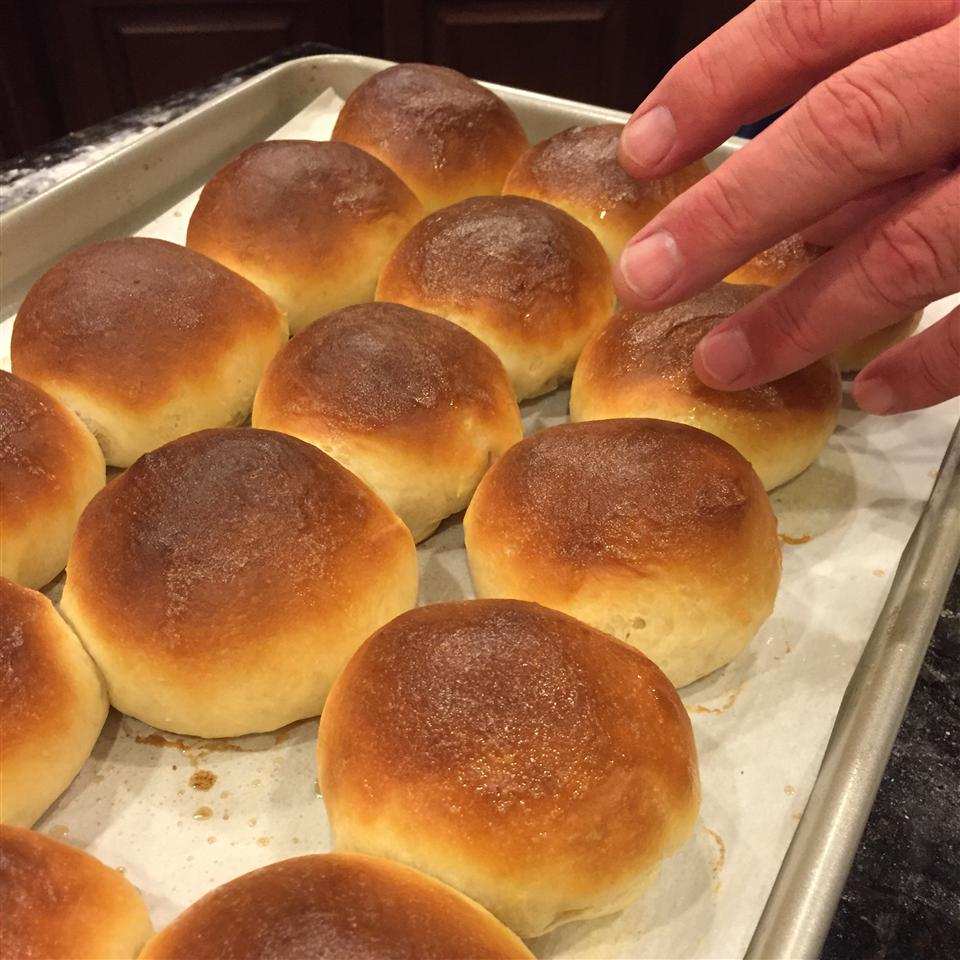 Angie's Perfect Dinner Rolls lmfhuie