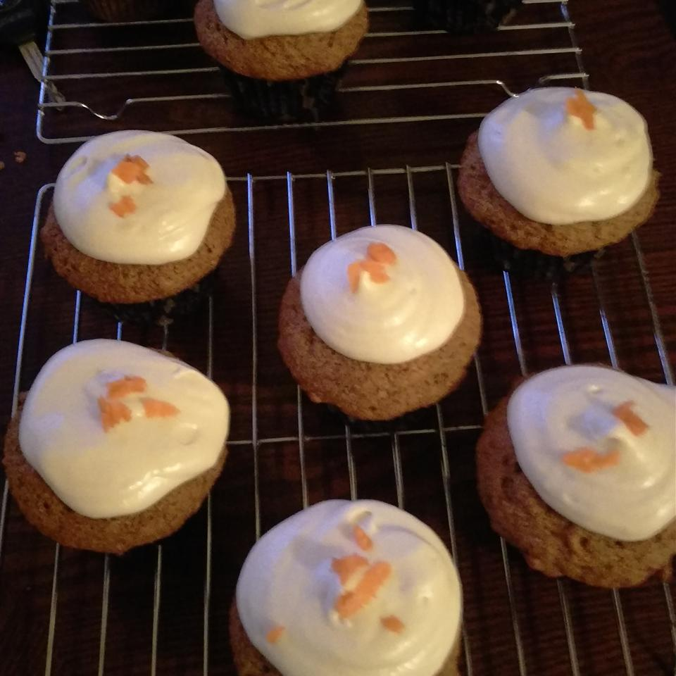 Lemon Frosted Carrot Cake Cupcakes trinamo