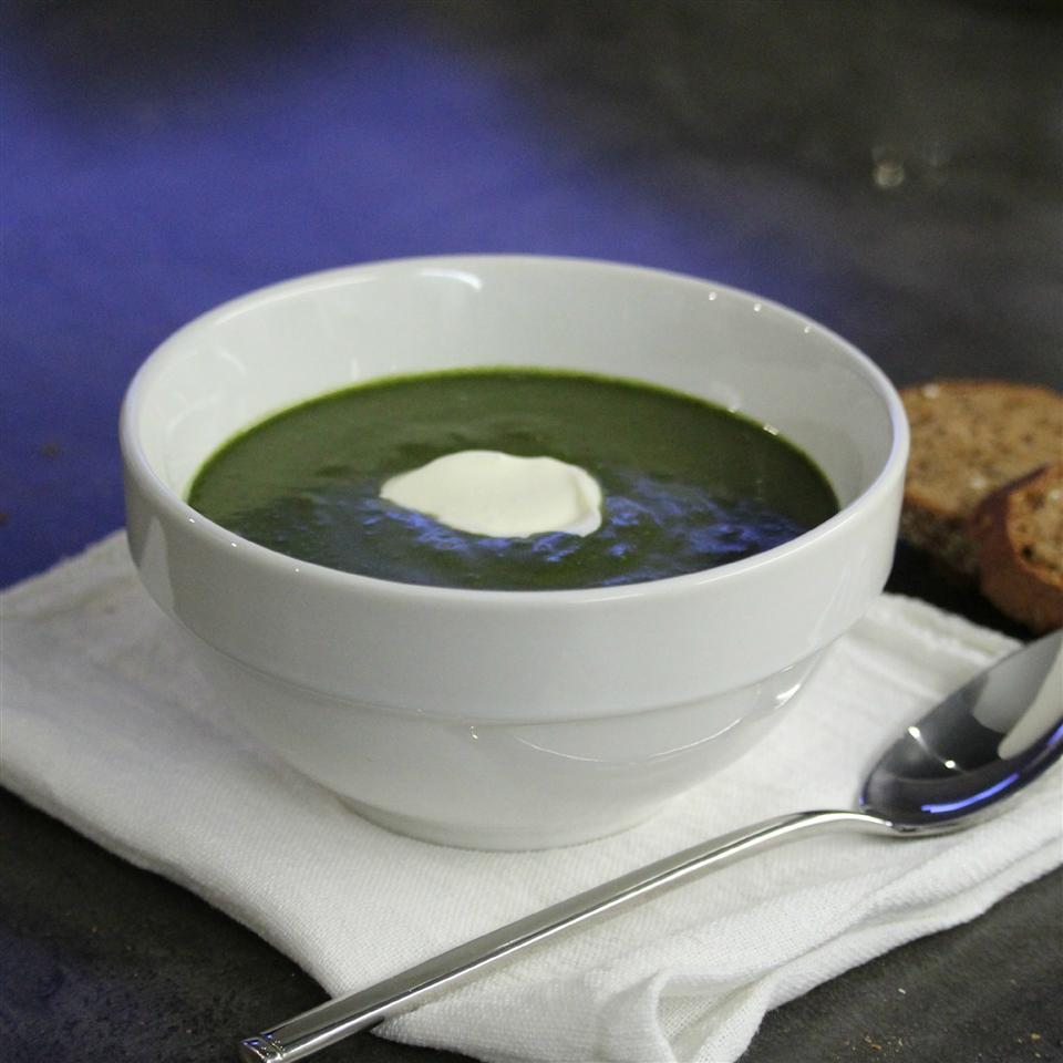 Cauliflower Stalk Puree with Spinach - the Super Soup