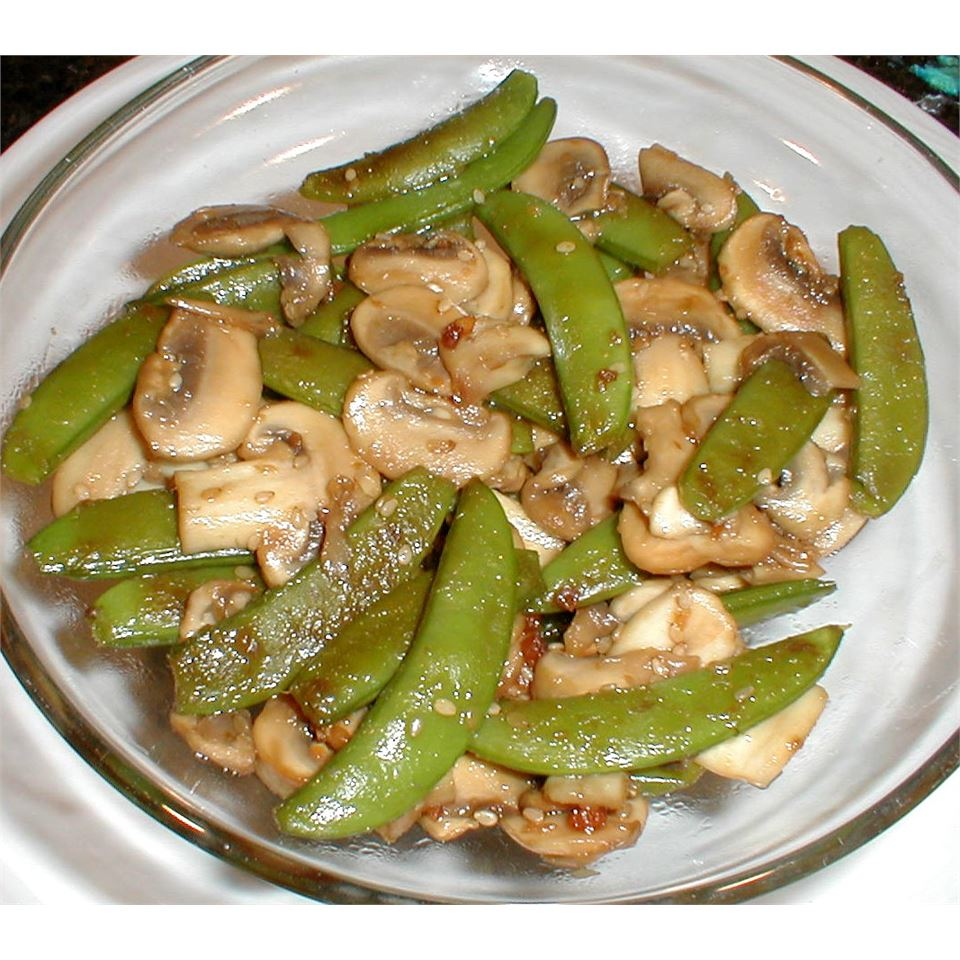 Stir Fried Snow Peas and Mushrooms ROYSAPER
