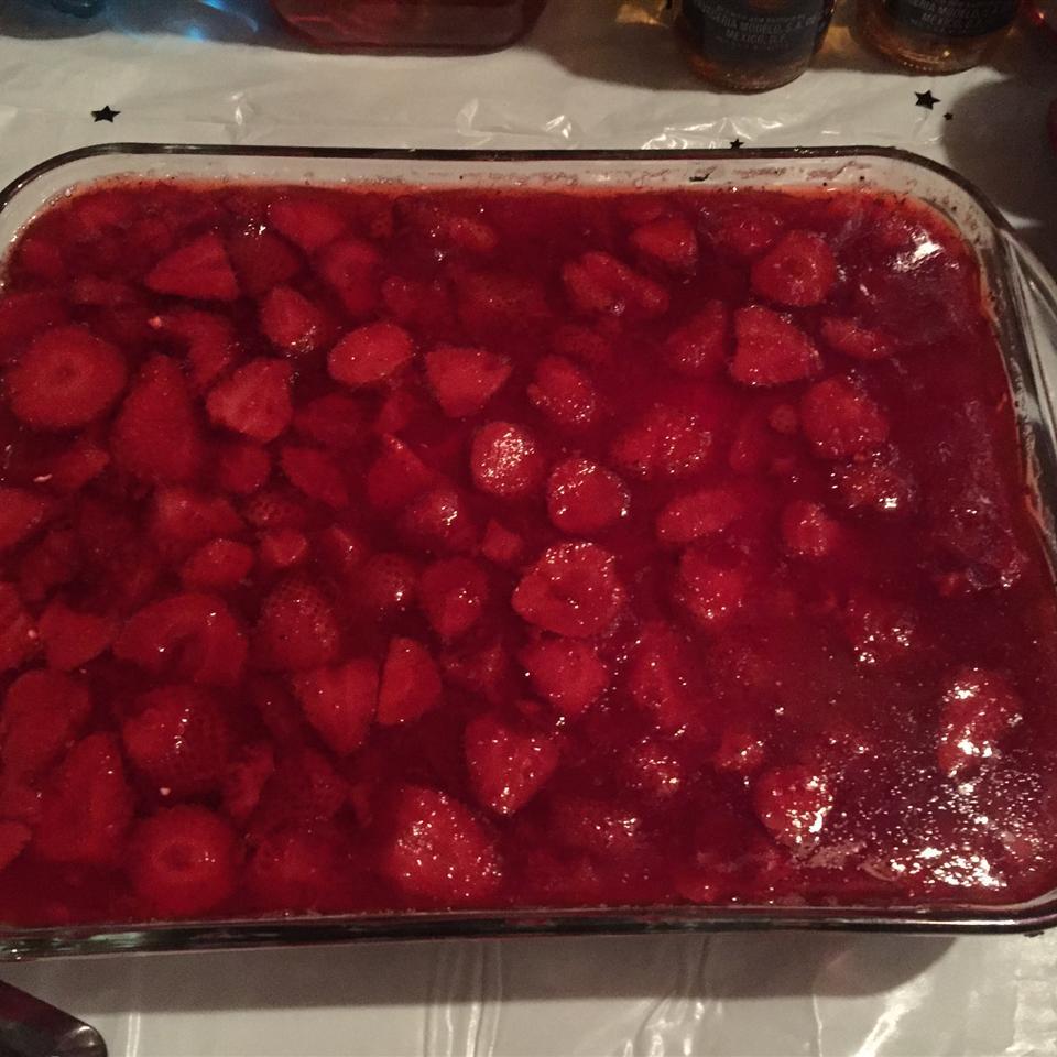 Strawberry Pretzel Salad msjenise