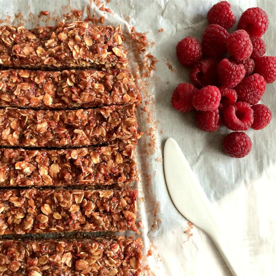 No-Bake Raspberry Peanut Butter Granola Bars