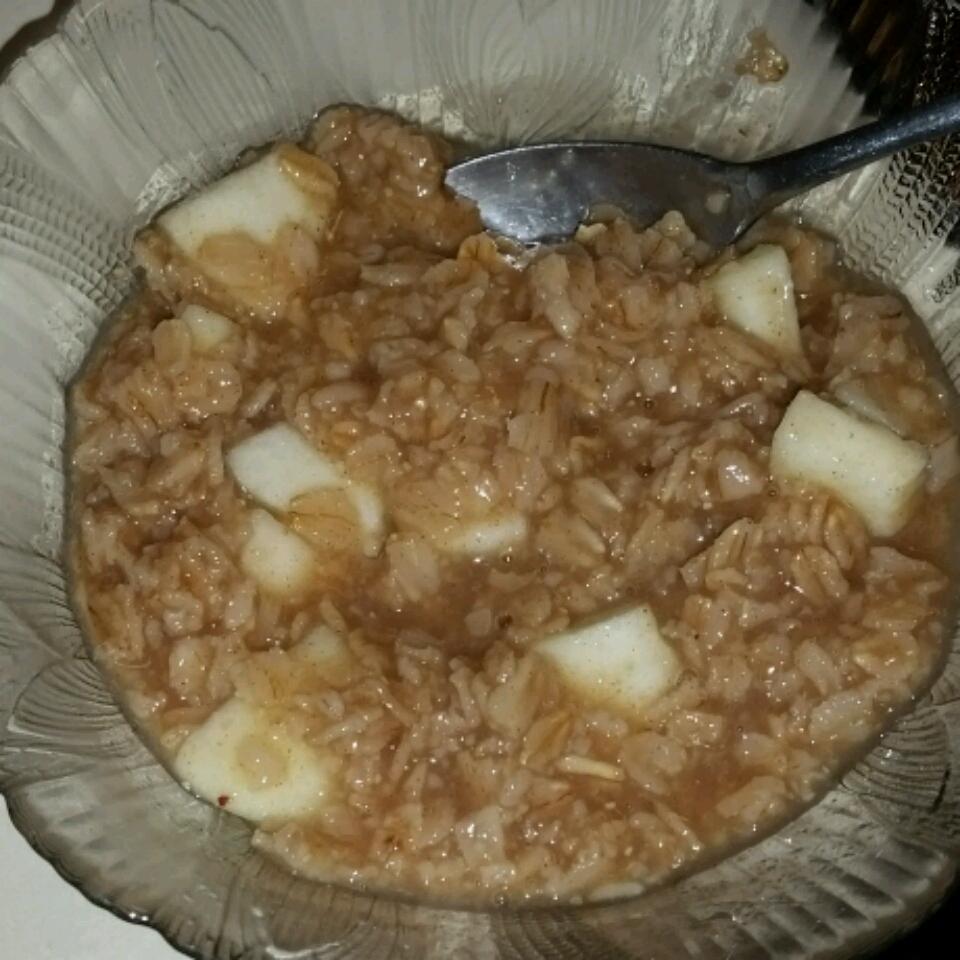Creamy Apple Cinnamon Raisin Oatmeal Rachel